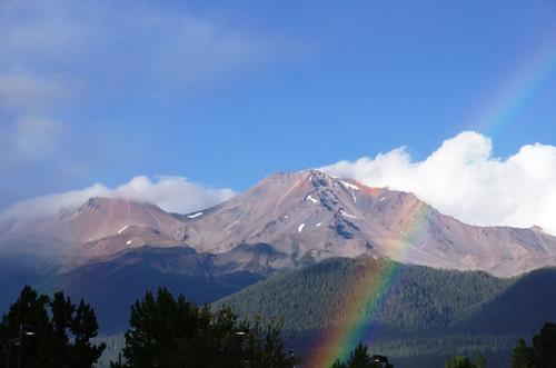 Mt.Shasta にかかる虹