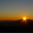 山の上に夕陽の輝きが・・